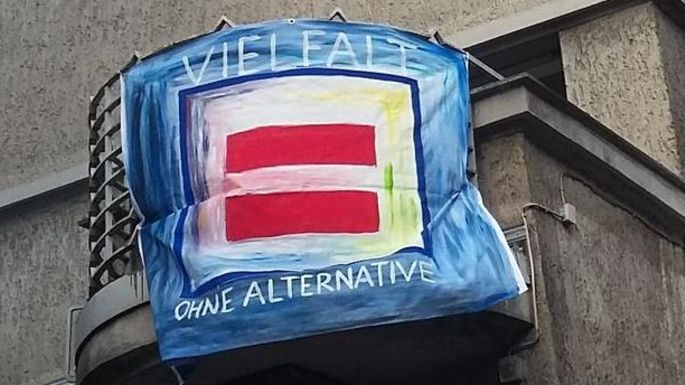Flagge Logo Parität, Text: Vielfalt ohne Alternative
